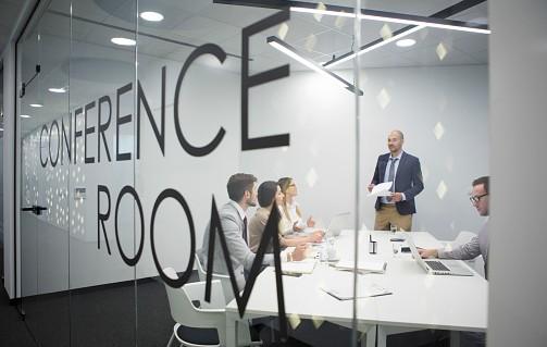 bien am nager une salle de r union 5 astuces pour r ussir ouvrir une entreprise. Black Bedroom Furniture Sets. Home Design Ideas