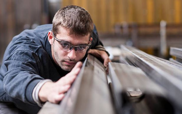 entreprise-industrie-ergonomie-employe